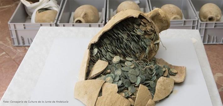 anfora llena de monedas romanas encontrada en Tomares, Sevilla