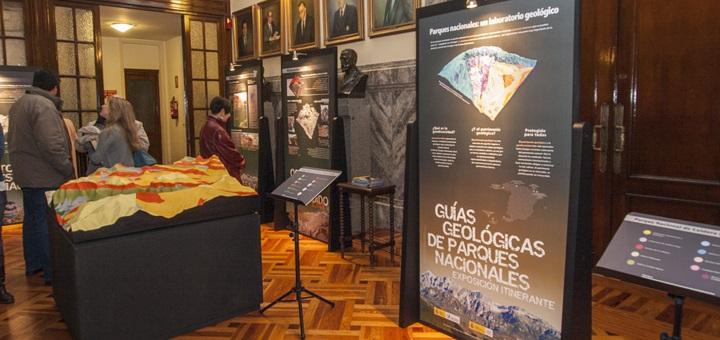 """Exposición itinerante """"Guías Geológicas de Parques Nacionales"""""""
