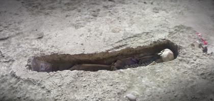 Vista de uno de  los enterramiento de la Maqbara (necrópolis islámica) hallada durante unas obras en Tauste (Zaragoza)